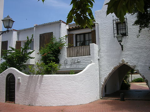 Big house with 4 rooms and garage close to the sea in Empuriabrava