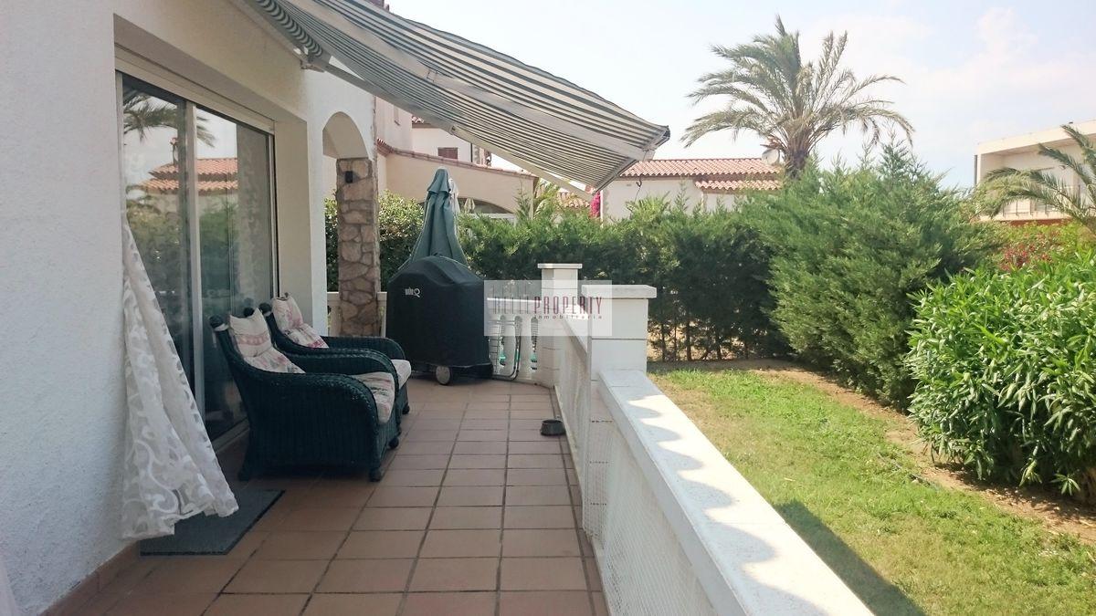 maison plain pied avec patio cheap finest maison bois ossature aquitaine fr maisons gironde. Black Bedroom Furniture Sets. Home Design Ideas