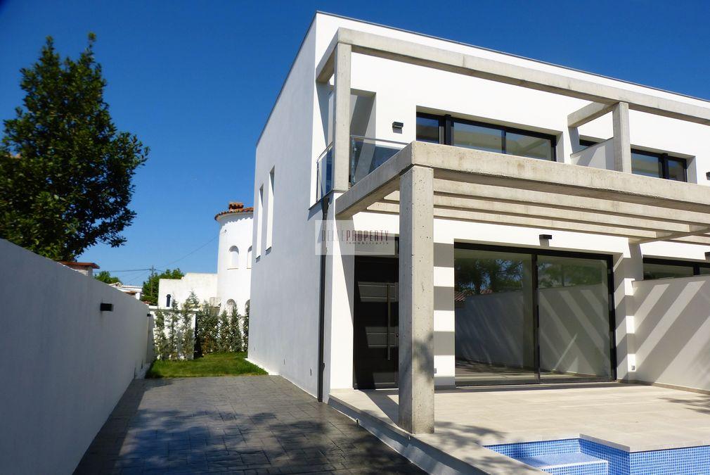 Maison de nouvelle construction en vente empuriabrava for Vente maison en construction