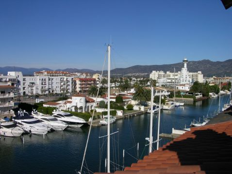Appartment at the sea with mooring for sailingboats 20x6 m in Ampuriabrava, Spain