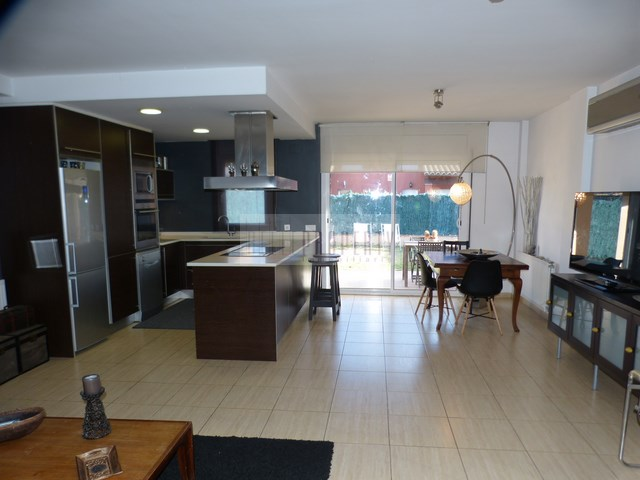 House with garden in residential area in Ampuriabrava for sale