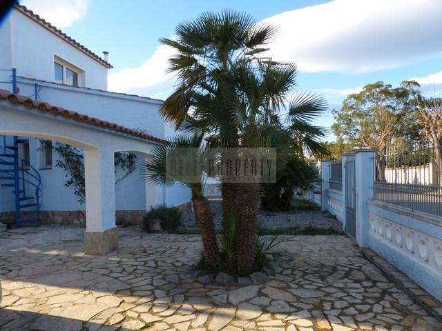 House with pool in Empuriabrava