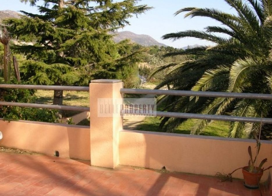 Rustic house for sale in Pau with large plot, Costa Brava