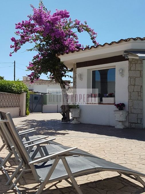 House for sale with big plot in Ampuriabrava with pool