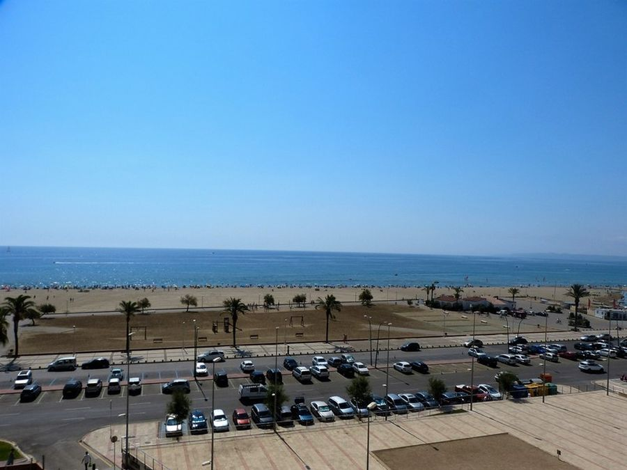 Flat with 3 rooms  in Ampuriabrava on the sea with views and pool
