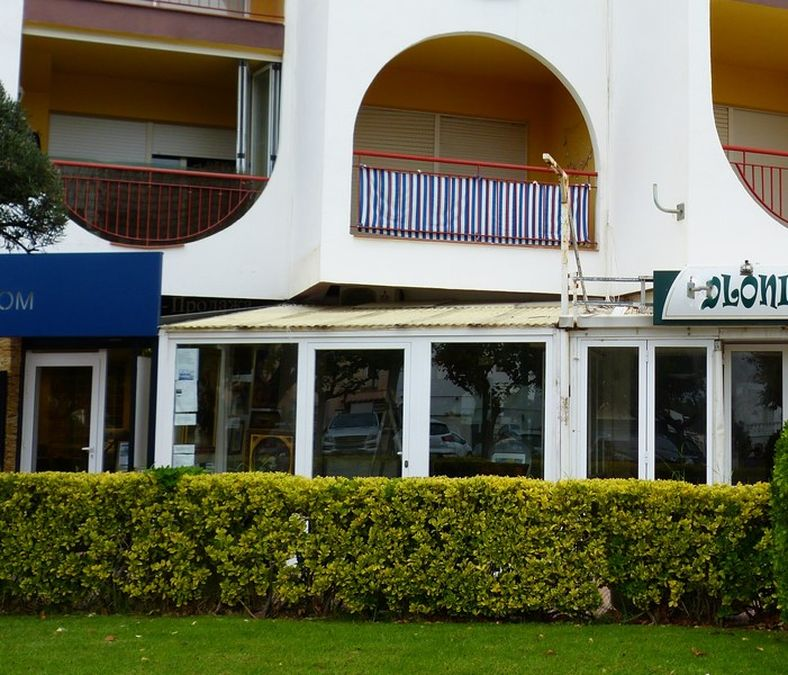 Local commercial en vente sur Empuriabrava plage, Costa Brava