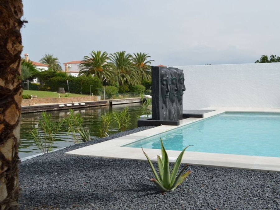 Luxurious Villa with 15 m. mooring in broad canal