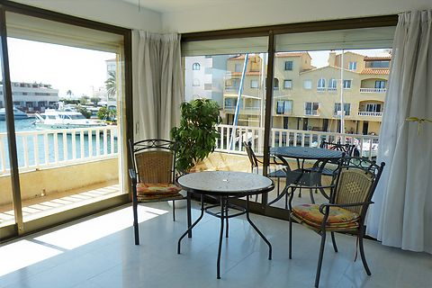 Apartment in Empuriabrava with view on canal and sea, near beach