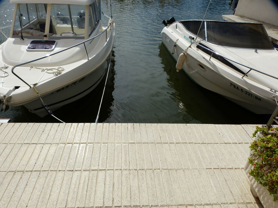 Mooring of 2,30 x 6.5 m in Santa Margarita very close to the sea exit