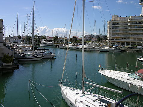 Nice studio for sale, views to the Port of Caballito de Mar in Empuriabrava