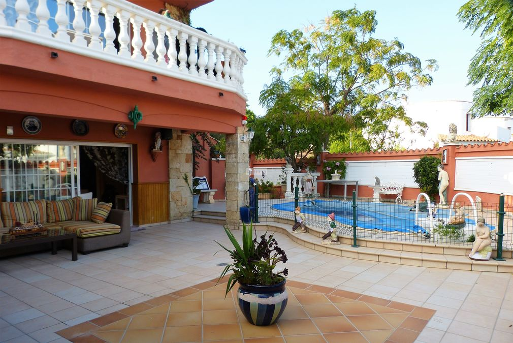 House with appartement  in Ampuriabrava near the beach  in Requesens for sale