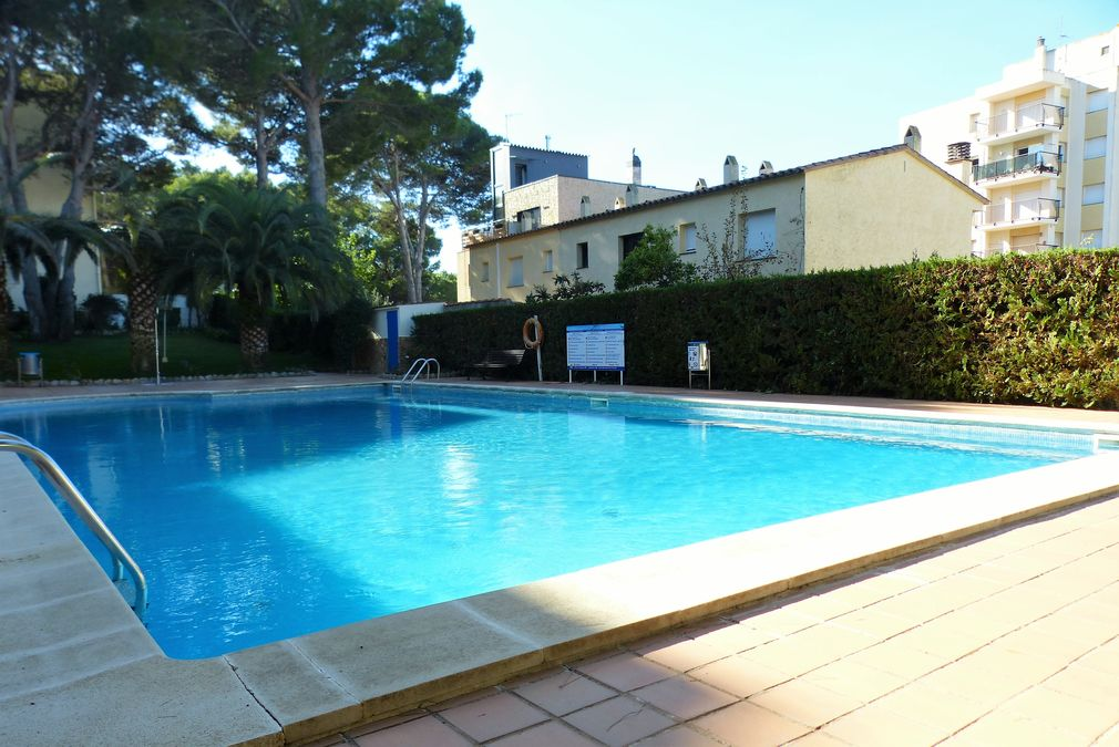 L'Escala, Apartment with communal pool near the leisure port and the beach