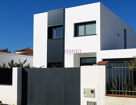 House at wide canal in the Marina of Empuriabrava with 12,5 m mooring in Empuriabrava