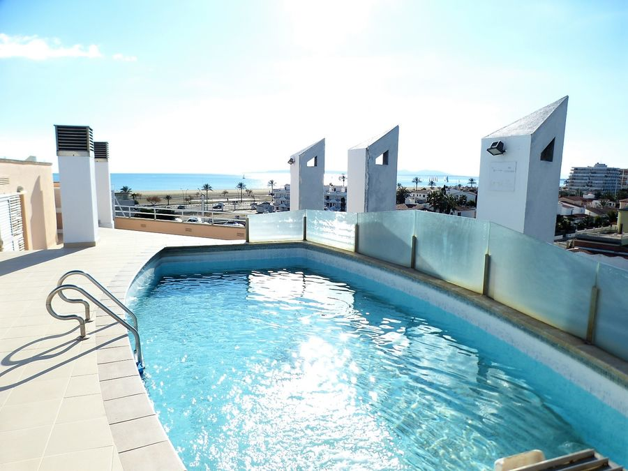Luxury appartment with garage in Empuriabrava close to the beach, unsurpassable orientation