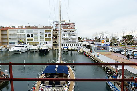 Sale in Ampuriabrava: flat in 4th sealine with views to the canal