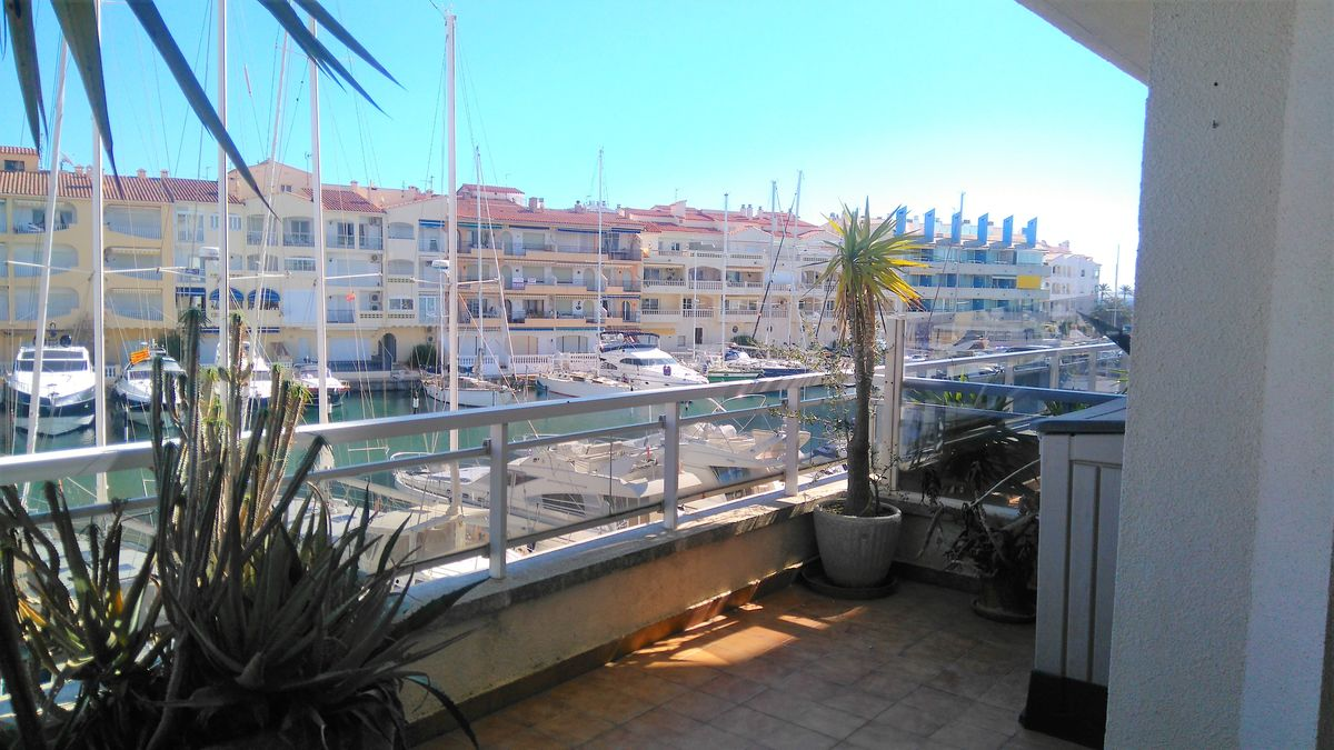 Nice apartment in Nautical Club with great terrace and view to the canal