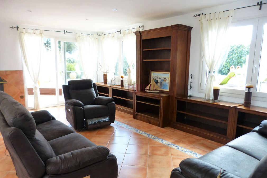 Mediterranean style house renovated, with mooring, near center of Empuriabrava
