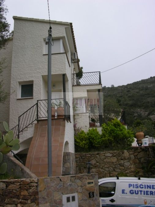 Completely renovated house with swimming pool and sea views