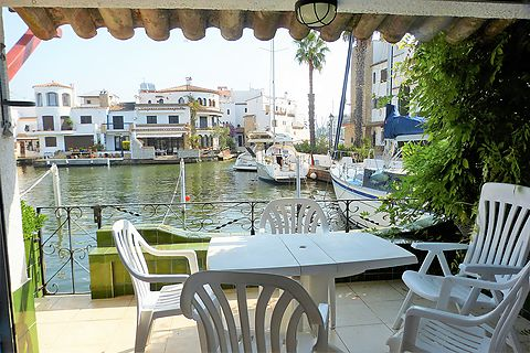 Fisherman's house with mooring 10 x 4.5 m for sailboat in Empuriabrava
