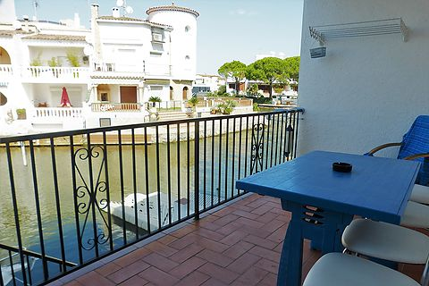 Apartment witth one bedroom, parking , storage room and mooring