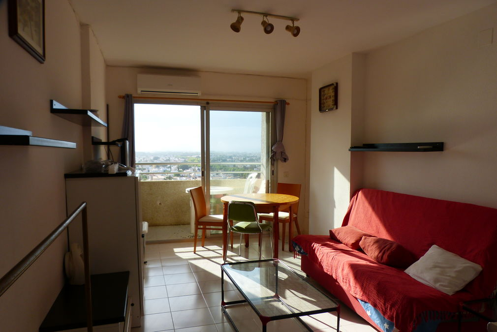 Studio in the first sea line with panoramic view to Empuriabrava