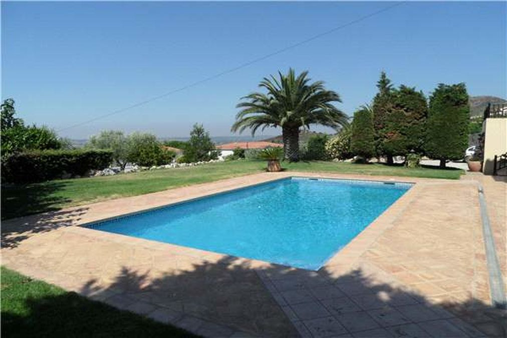 Spacious Villa With Views Over The Bay Of Roses
