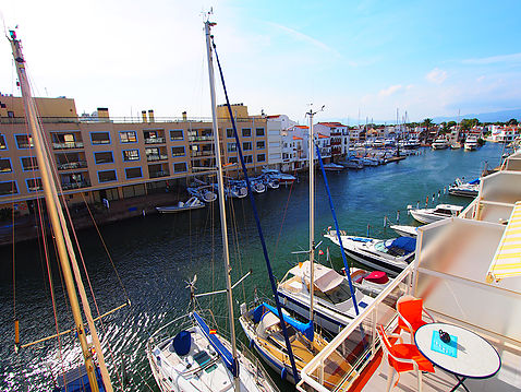 Nice apartment close to the beach with canal views