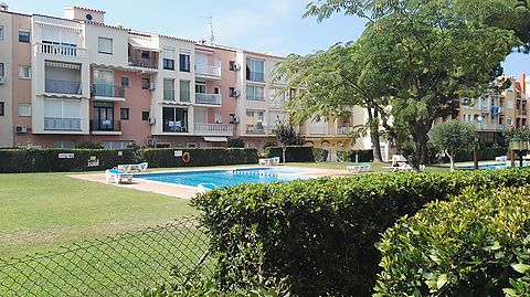 Apartment with 1 bedroom in the center of Empuriabrava with community pool