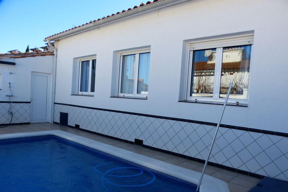 Haus In Ruhiger Gegend Mit Schwimmbad