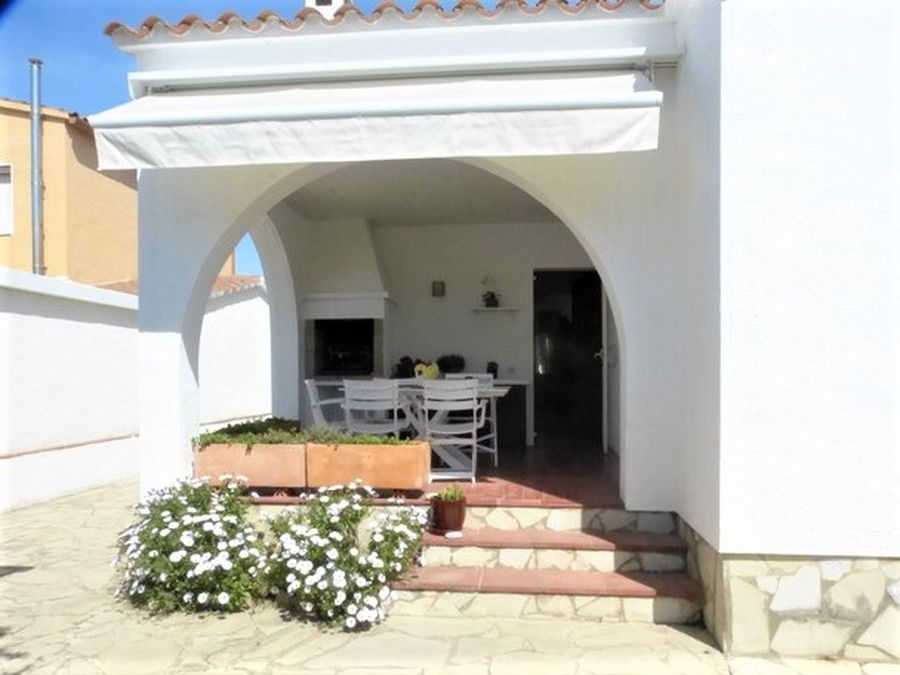 Beautiful house near the center and the beach of Empuriabrava