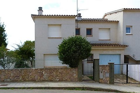 House in the area of Riells 800 meters from the beach