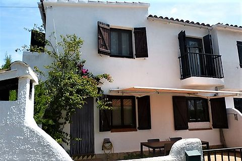 Interesting investment! Semi detached house in the heart of Empuriabrava, near the beach