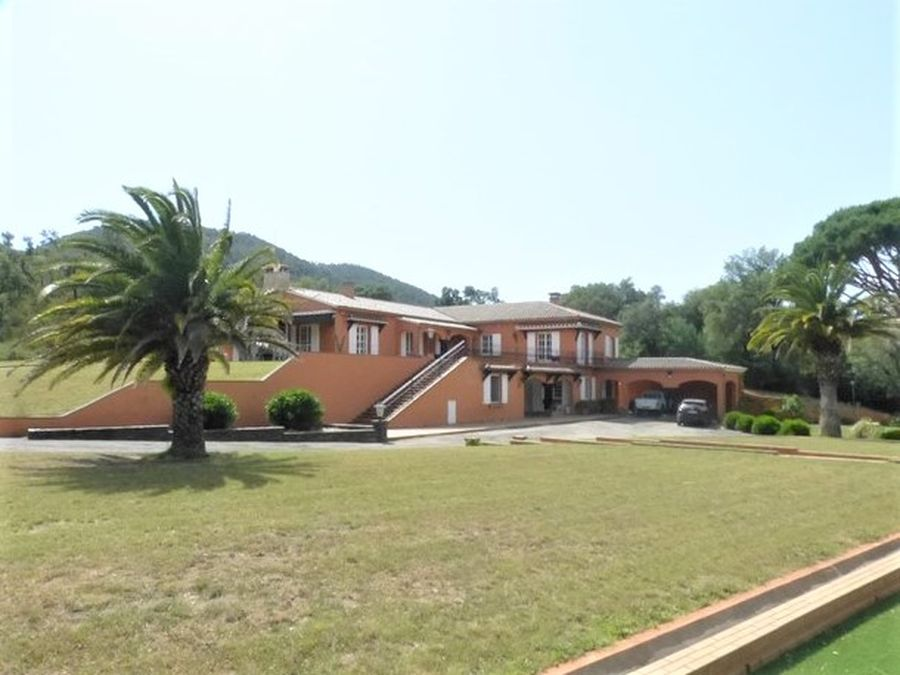 Beautiful house with 7ha of land next to the French border