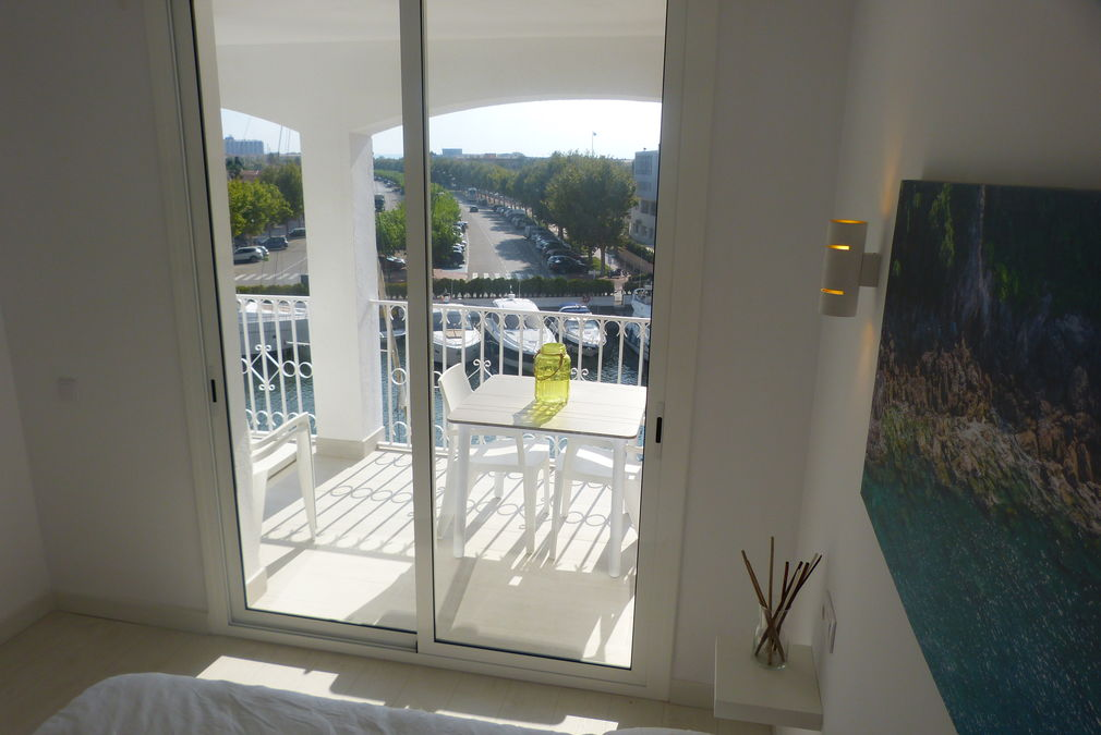 Flat for sale with canal view in Empuriabrava, soutfacing, close to the beach