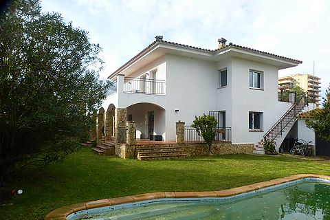 Sant Pere Pescador house at 1000m from the beach, pool, garden and 4 bedrooms.