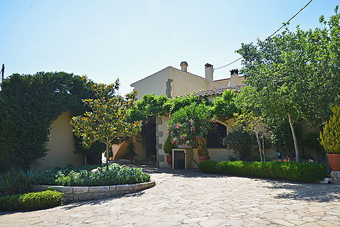 For sale 17th century farmhouse in Catalan style in the Baix Emporda area