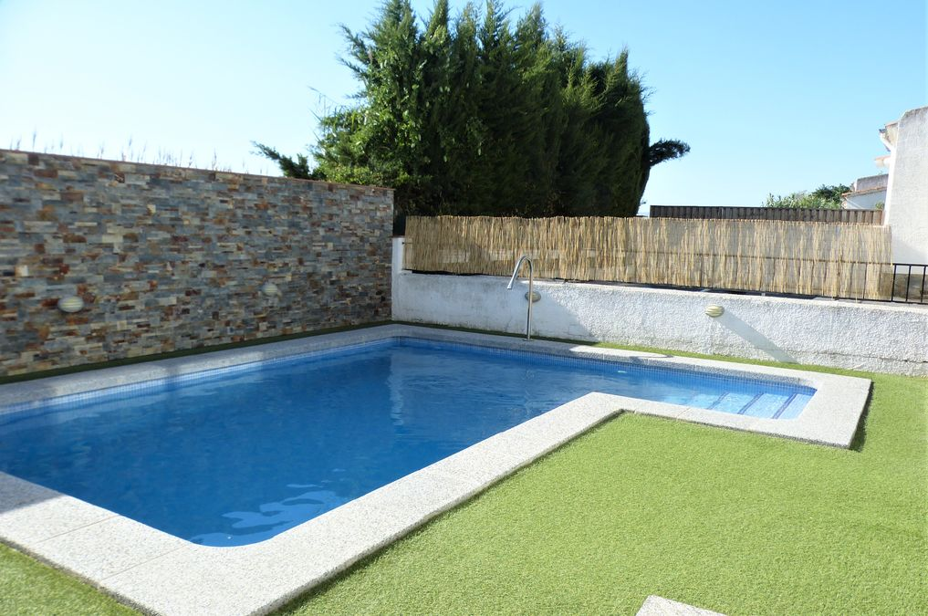Great house for sale in Castello Nou of 122 m2 built with pool, garage and study