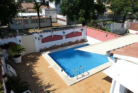 Large house in optimal location with lots of space and pool close to the nature park