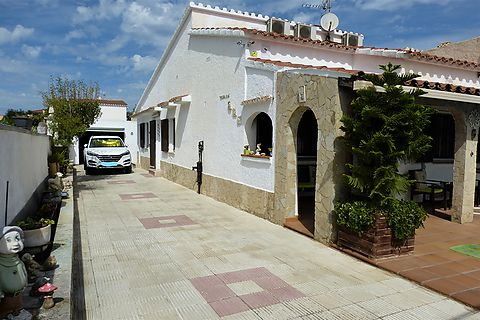 South facing bungalow with studio for sale in Castello d'Empuries