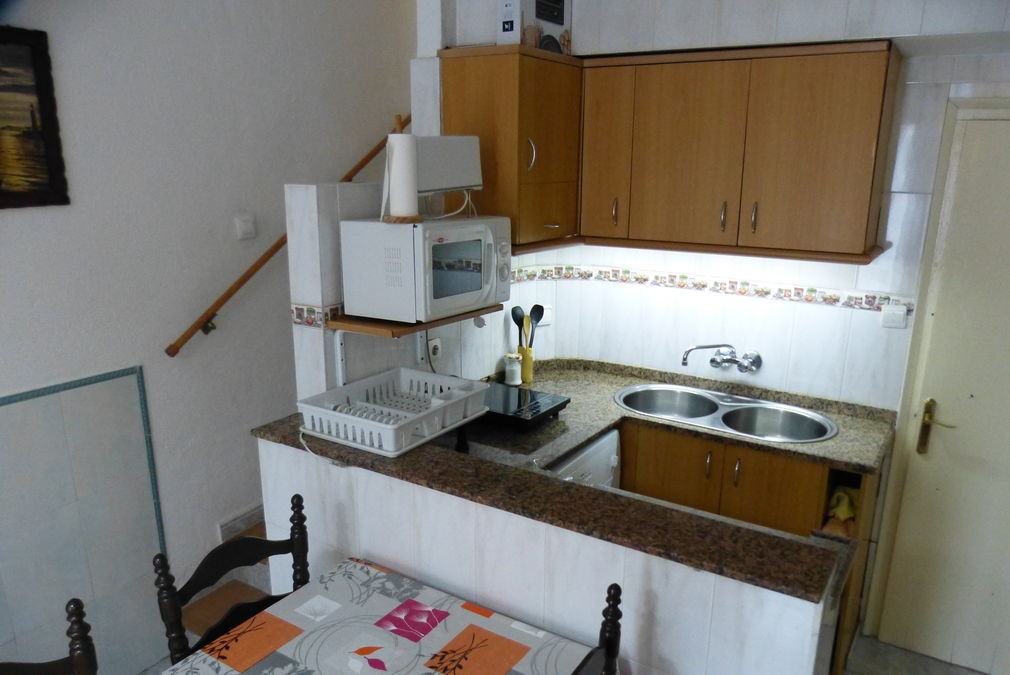 Holiday home with 2 bedrooms and 2 bathrooms for sale only 20 m from the beach.