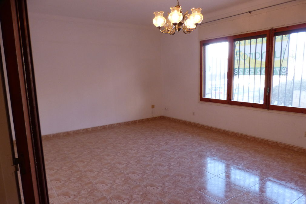 Large apartment with patio, 3 bedrooms and large living room in Mas Matas, Roses