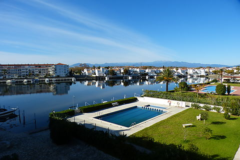 For sale in Empuriabrava, lago San Maurici, apartment with views and garage