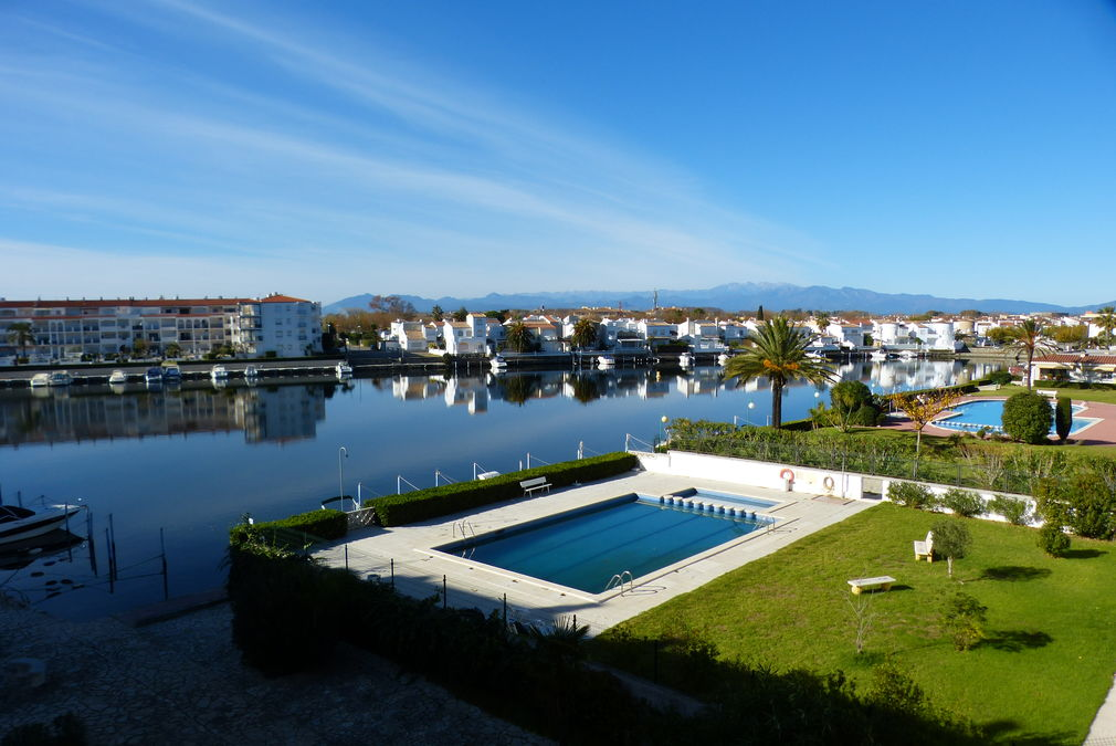 November promotion: 15% reduction, renovated apartment with views and closed garage