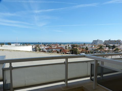 Flat for sale in the Club Nautic with view to the sea in Ampuriabrava