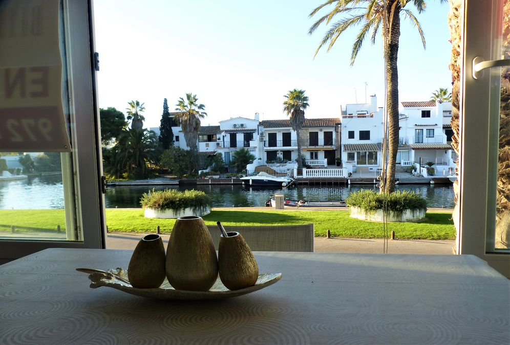 Apartment on the canal in Empuriabrava for sale