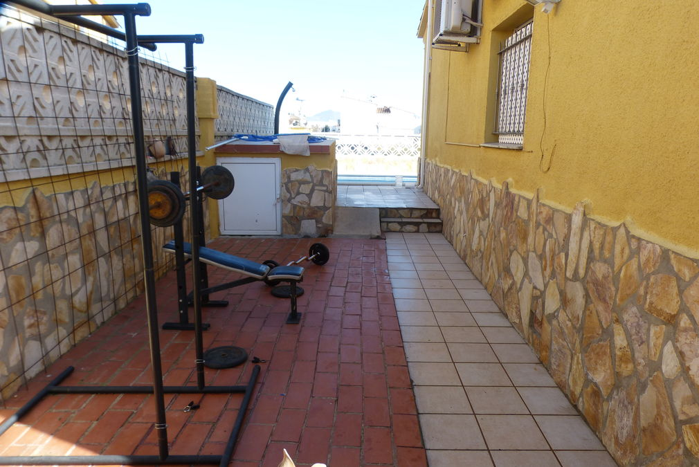Family house in Empuria on 145sqm and 441sqm plot with many extras for sale