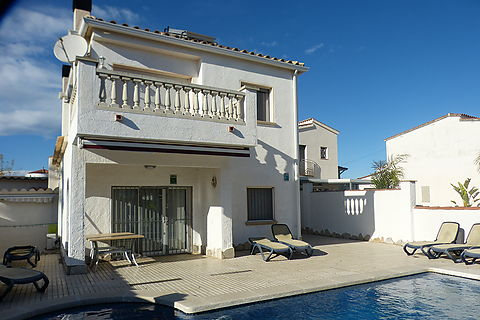Villa for sale for a large family or ideal for rent in Empuriabrava
