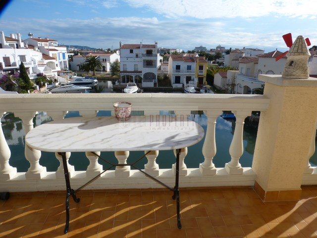 Appartment for sale overlooking the canal in Ampuriabrava