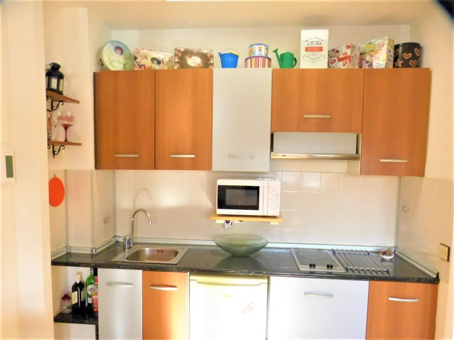 For sale studio flat on the ground floor in Empuriabrava and located in a well-maintained residential building.