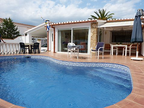 For sale individual house with pool in Ampuriabrava, Spain